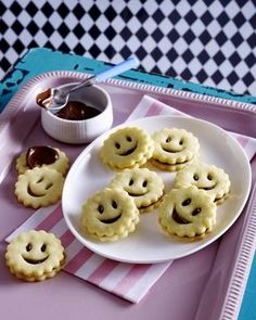Das Rezept für Mürbeteig Smileys und weitere kostenlose Rezepte auf LECKER.de