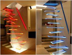 Консольная лестница из стекла.