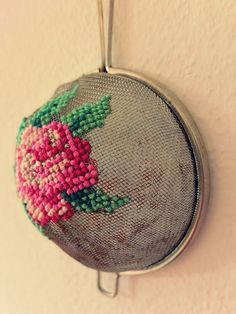 Recycled strainer makes a great embroidery surface I love cross stitch and embroidery. I am thrilled clever crafters are coming up with new and unique surfaces to stitch on like this awesome idea to embroider on a strainer. Pop on over to Jans Schw… Hand Embroidery Stitches, Embroidery Art, Cross Stitch Embroidery, Embroidery Patterns, Cross Stitch Patterns, Eyebrow Embroidery, Embroidery Techniques, Crochet Stitches, Cat Cross Stitches
