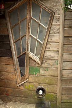 File:Chile - Puerto Montt 32 - antique window panes (6837507764).jpg