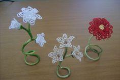 Daniela Mendola:: 3D Tatting flowers - Free patterns #tatting #lace #flower