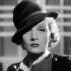 Marlene Dietrich с. 1932