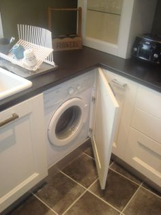Freestanding Washing Machine built in with special hinges