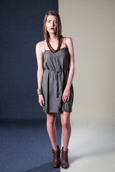 Chain Dress Classic Outfits, Simple Outfits, Ethical Fashion, Leather Shoes, Boutique, Chain, Pretty, Model, Clothes