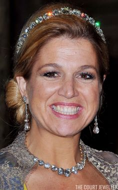 Queen (then Princess) Maxima of the Netherlands wears the Dutch Diamond Bandeau at the wedding of Crown Princess Victoria of Sweden in 2010 Wallis Simpson, Princess Victoria Of Sweden, Crown Princess Victoria, Princess Diana, Royal Tiaras, Tiaras And Crowns, Royal Crowns, Bandeaus, Grace Kelly