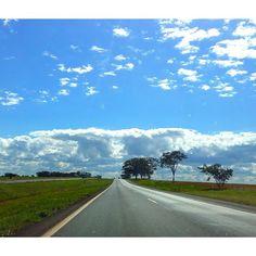 'É preciso força pra sonhar e perceber Que a estrada vai além do que se vê.'