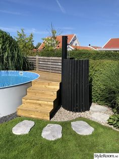 Pool, wooden deck, stepstone, outdoor shower, stairs - # outdoor shower deck The Effective Pictures We Offer You About Stairs contemporany A quality picture can te Wooden Terrace, Wooden Decks, Wooden Stairs, Above Ground Pool Decks, In Ground Pools, Deck Stairs, Walled Garden, Pool Landscaping, Swimming Pools Backyard