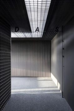 Shanghai-based interiors studio DAS Lab has recently designed their very own office space, driven by the concept of 'emotional reversal'. Interior Design Tips, Interior Decorating, Interior Ideas, Architecture Details, Interior Architecture, Minimalist Decor, Ceiling Design, Office Interiors, Design Projects