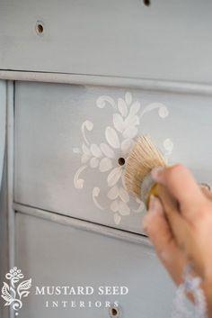 Miss Mustard Seed Milk Paint White Wax Milk Paint Furniture, Furniture Fix, Hand Painted Furniture, Furniture Projects, Furniture Makeover, Chalk Paint Projects, Sr1, Miss Mustard Seeds, Diy Holz