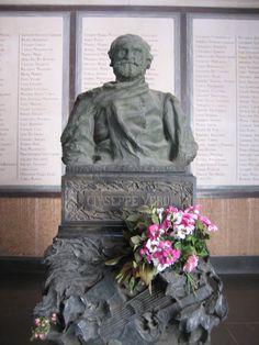 Cementerio Fotografía: Rebeca Pizarro Buddha, Statue, Art, Cemetery, Castles, Art Background, Kunst, Performing Arts, Sculptures