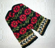 Beautiful Baltic style mittens by Handicraftart.
