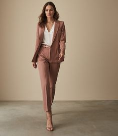Apply very easy vests or camis to all of your outfits just like a very easy foundation to really day-to-day style. Classy Work Outfits, Trendy Outfits, Summer Outfits, Suit Fashion, Fashion Outfits, Woman Fashion, Fashion Models, Lawyer Fashion, Fashion Tips