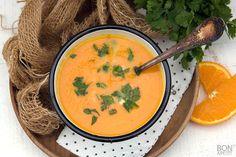 Waanzinnige wortelsoep met sinaasappel en kokos, lekker smullen bij elke hap die je neemt. Makkelijk te bereiden en snel klaar, lees verder op BonApetit!