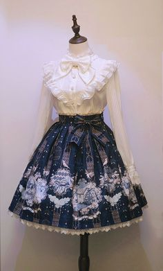 Nia Lolita -Crows in Wonderland- Lolita Skirt could be for a doll costume Kawaii Fashion, Lolita Fashion, Cute Fashion, Emo Fashion, Gothic Fashion, Rock Fashion, Pretty Outfits, Pretty Dresses, Beautiful Outfits