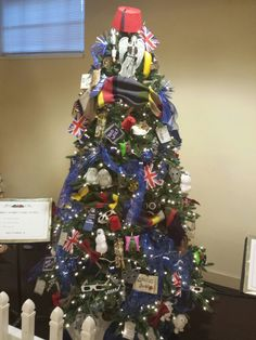 Doctor Who Christmas Tree if I ever have my own room I am so doing a mini…