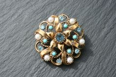 HOLLYWOOD  Vintage 1950s Goldtone Brooch set With Faux