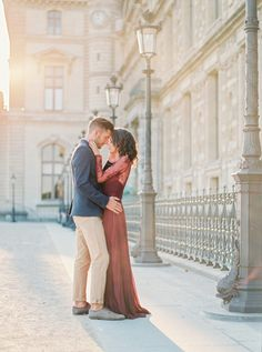 Outdoor Parisian engagement shoot: http://www.stylemepretty.com/little-black-book-blog/2016/12/09/fall-parisian-engagement-session/ Photography: Gert Huygaerts - http://gerthuygaerts.com/