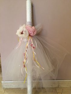 Candle for christening decorated with tulle, fabric flowers, saten ribbons and floral fabric - Λαμπάδα στολισμένη με τούλι, λουλούδια από γάζα, σατέν κορδέλες και φλοράλ ύφασμα #candle #christeningcandle #christening #handmadedecor #almanogr #λαμπάδα #βάφτιση