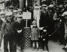 Christmas time in NYC c.1920