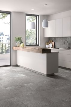 Modern in the kitchen with gray # tiles # entrance area inside - More modern in the kitchen with gray # entrance area house interior The Effective Pic - Home Decor Kitchen, Kitchen Interior, New Kitchen, Home Kitchens, Kitchen Modern, Kitchen Tiles Design, Tile Design, Modern Floor Tiles, Grey Tiles