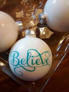 Evenzo Christmas ornament Believe text. Kerstbal met tekst Believe