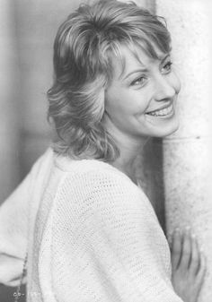 "Linda Kozlowski as Sue Charlton in ""Crocodile Dundee"" (1986)"