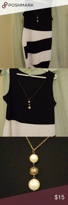 Urban Rose Bodycon fitted dress. EUC Black and white bodycon dress with  attached necklace detail d74709e9c