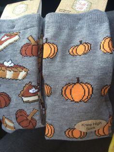 Fall knee high socks Smart Women Never Go for Boring Socks, Do You? They say that socks outline one- Halloween Socks, Fall Halloween, Halloween Tumblr, Halloween Costumes, Fall Socks, Autumn Aesthetic, Crazy Socks, Funky Socks, Cute Socks