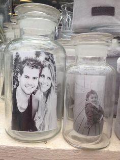Glazen voorraadpot met zwart-wit foto  Ook een leuk idee voor in een stolp!