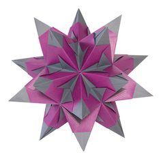 Der Bascettastern in der lila anthrazit Farbkombination... http://www.mariposa-toys.de/spielwaren/basteln-malen/papierwaren/folia-bascetta-stern-bastelset-duo-papier-15x15cm-30-teilig-lila-anthrazit/a-28374/