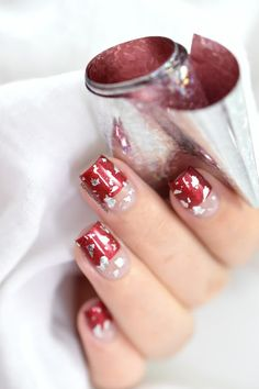 Negative space and foil nail art. Foil Nail Art, Foil Nails, Marine Love, Chrome Powder, Polish, Bling, Classy, Make It Yourself, Imagination