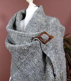 Rustic Handwoven Wrap Shawl. Handspun Hand Woven von PastoralWool