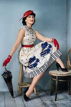 Check out this 1940s piano dress! That is a photoshoot outfit we love  #art #fashion #music