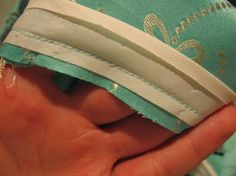 yo elijo coser: Tutorial: Otra forma de utilizar cinta de bies (o sesgo) para sisas y escotes