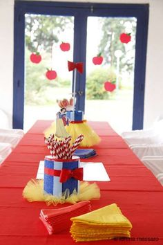 SNOW WHITE / BLANCA NIEVES Birthday Party Ideas | Photo 1 of 21 | Catch My Party
