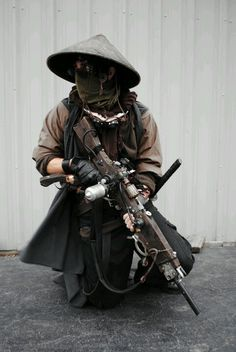 the idea of japanese and steampunk is what i want to head towards, i feel i can pull off this mix of cultures to my advantage. Steampunk Shop, Steampunk Accessoires, Steampunk Pirate, Steampunk Fashion, Asian Steampunk, Steampunk Design, Steampunk Assassin, Steampunk Cosplay, Larp