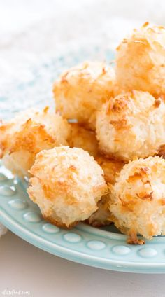 These easy homemade Coconut Macaroons are so simple to make and taste delicious! This Coconut Macaroon recipe has only 7 ingredients, making it the easiest gluten-free dessert! Plus, a step-by-step video below! Gluten Free Coconut Macaroons, Coconut Muffins, Coconut Desserts, Coconut Cookies, Macaroon Cookies, Coconut Recipes, Cookie Recipes Without Eggs, French Coconut Pie, Coconut Cream