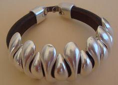Yucamar Leather and metal bracelet - http://yucamar.blogspot.pt/p/pulseiras.html
