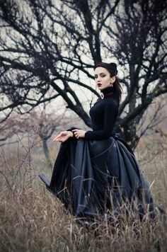 Confused On What To Wear? If you don't have any gothic fashion sense, this article is for you. There is absolutely no reason for you to look like a gothic fashion disaster. Victorian Steampunk, Victorian Gothic, Gothic Lolita, Victorian Fashion, Gothic Fashion, Steampunk Fashion, Gothic Dress, Gothic Art, Victorian Dresses