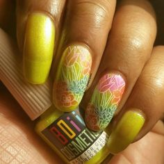Hi all! Here's the last color from @boiicosmetics blinged out neons collection I'm blinging in neon a yellow with a brilliant shimmer  This is also my #clairestelle8may challenge spring flowers mani  I used #sinfulcolors snow me white for stamping with #gogoonly st. merry stamping plate and all of the blinged out neons to paint the flowers & leaves in the reverse stamping method and then topped it with #outthedoor top coat. This collection was so much fun to use and I hope you've enjoyed…
