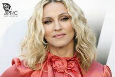 Не секрет, что на сегодняшний день, популярность певца, это еще и вклад в его влиятельность. Существует даже определенный рейтинг среди вокалистов, который указывает на степень приобретённой влиятельности. Лидером среди женских вокалисток стала #Мадонна. Американская певица, автор песен, продюсер, танцовщица, актриса, режиссёр и сценарист. Она является самой коммерчески успешной среди всех женщин-исполнительниц: более 200 миллионов альбомов и 100 миллионов синглов…