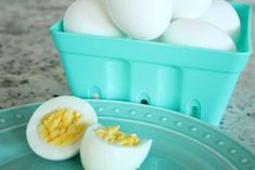 I am loving my Instant Pot, I use it for absolutely EVERYTHING! Here i am going to teach you How to Make Hard Boiled Eggs in the Instant Pot, it's super easy and you can have boiled eggs to eat or even to decorate if it's Easter time! Cooking Hard Boiled Eggs, Protein Plus, Pickled Eggs, Filling Snacks, Set Cookie, Toy Kitchen, Protein Sources, Egg Decorating, Egg Recipes