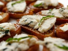 Fig and Blue Cheese (Sub Goat Cheese for Blue Cheese) Bruschetta recipe from Ree Drummond via Food Network (pioneer woman holiday appetizers) Holiday Appetizers, Appetizer Dips, Appetizer Recipes, Holiday Recipes, Simple Appetizers, Christmas Recipes, Wine Appetizers, Christmas Cooking, Yummy Appetizers