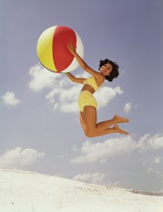 Stock Photo : Woman Jumps While Holding Colorful Beach Ball Aesthetic Women, Beach Aesthetic, Belle Epoque, Beach Portraits, Fashion Portraits, Modeling Tips, Beach Poses, Vintage Swimsuits, Beach Ball