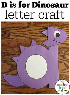 What a cute alphabet craft for the letter d. This dinosaur craft can be done during a dinosaur unit or during a week study of the letter d. It's great for toddlers, preschool, and kindergarten students and homeschool.