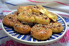 Sfintisori Moldovenesti Romanian Food, Romanian Recipes, Best Sweets, Pastry And Bakery, Croissants, Bagel, Bread, Cooking, Videos
