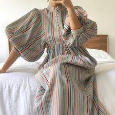 Muslim Fashion, Modest Fashion, Hijab Fashion, Fashion Dresses, Stylish Dresses, Simple Dresses, Dresses With Sleeves, Pretty Dresses, Mode Kimono