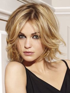 Medium Haircuts with Bangs for Face Shape and Hair Type - Choosing a mid length haircut with bangs is a lot easier to wear and style if you match it to your face shape and hair type. Medium Haircuts With Bangs, Medium Hair Cuts, Medium Hair Styles, Short Hair Styles, Short Haircuts, Medium Cut, Haircut Short, Popular Haircuts, Square Face Hairstyles