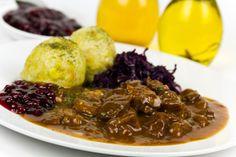 Divinový guláš s karlovarskou knedľou Cabbage, Beef, Vegetables, Food, Pepper, Oven, Easy Meals, Food Food, Meat
