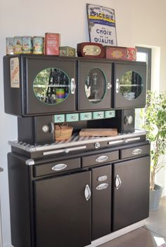 Spice up those boring kitchen cabinets with DIY-kitchen-Cabinet hardware, you can do with Mod-hodgepodge! Kitchen Cabinets And Cupboards, Kitchen Cabinet Hardware, Upcycled Furniture, Home Furniture, Modern Furniture, Scandinavian Furniture, Shabby Chic Antiques, Kitchen Furniture, Furniture Makeover